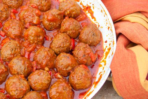 כדורי בשר ברוטב אדום
