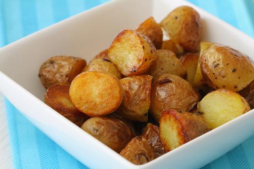 תפוחי אדמה בתנור עם אבקת שום