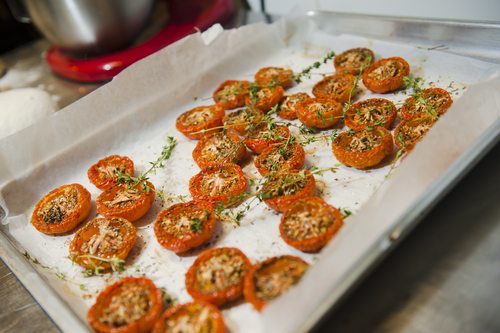 עגבניות שרי צלויות בתנור