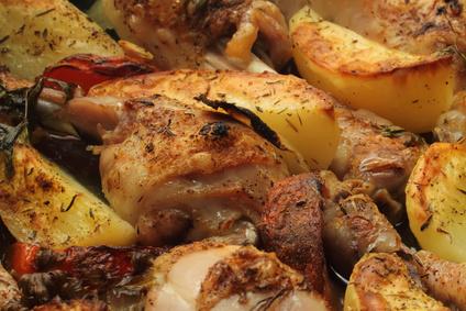 עוף בתנור עם תפוחי אדמה הכי פשוט שיש